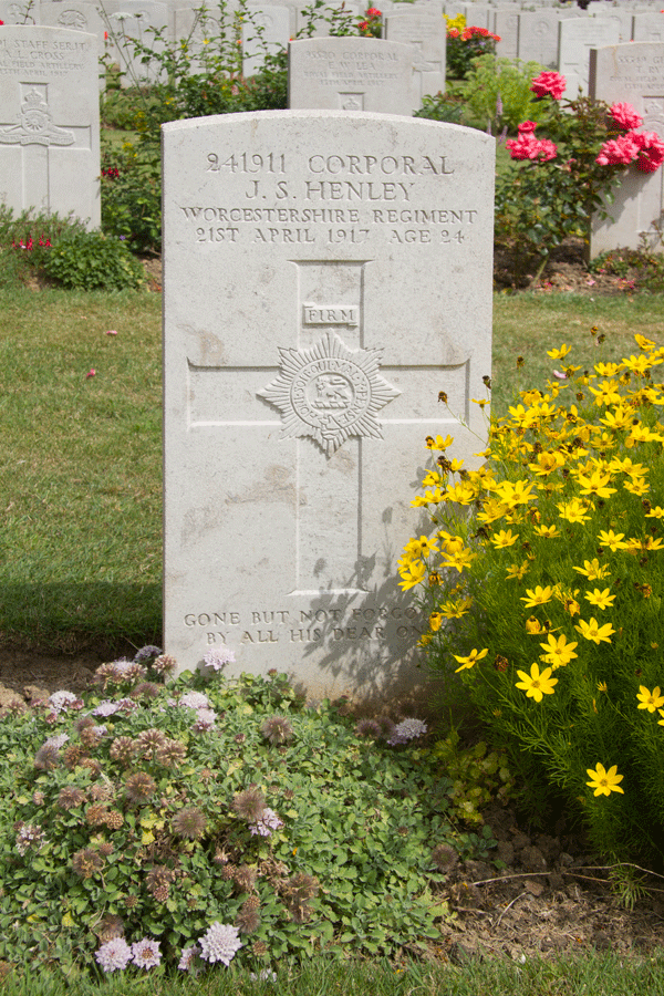 Joseph Stuart Henley headstone at Faubourg D'Amiens cemetery in Arras